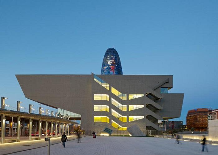 un edificio dos perfiles urbanos tecnne arquitectura