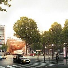 PARIS TRIBUNE 3
