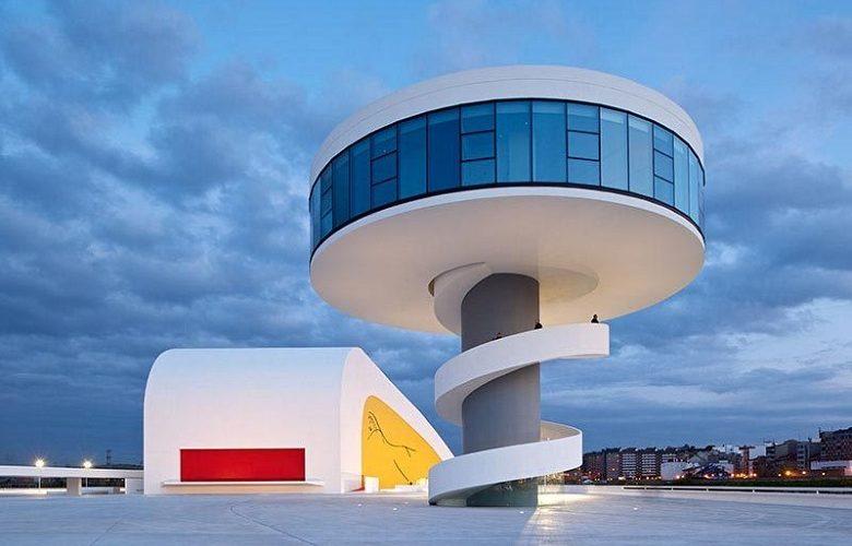 <b>Niemeyer, curvas sensuales en Avilés</b>