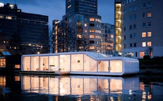 Vivienda flotante en el río Amstel