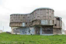 Ariston club en ruinas, tecnne