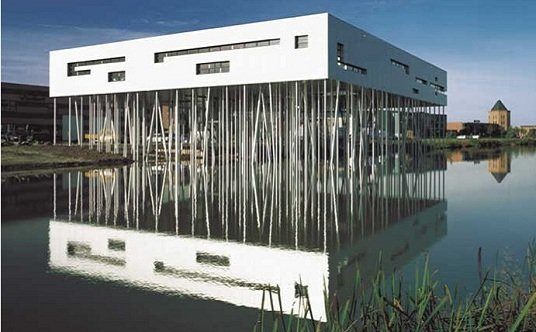 Reflejado en la laguna