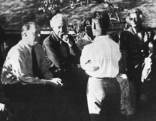 Mies Van Der Rohe - Frank Lloyd Wrigth