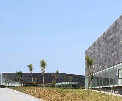 Museo envuelto sobre las dunas